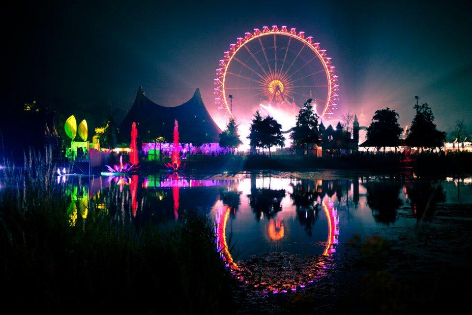 Tomorrowland 2014 sell...
